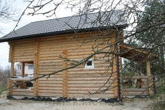 Торец двухэтажного дома