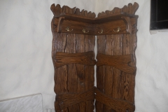 Деревянная угловая вешалка