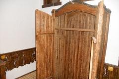 Двери деревянного шкафа